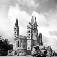The war-damaged Kaiser Wilhelm Memorial Church in July 1945