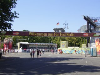 Platz des 18. M�rz - 18th March Square - Brandenburg Gate, Berlin