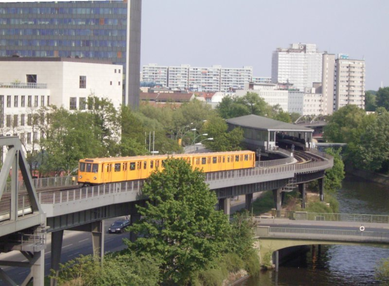 U-Bahn station M�ckernbr�cke in Berlin